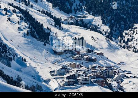 Le village d''Obergurgl ski autrichienne couverte en hiver la neige à la fin de la vallée de l'Otztal, Tyrol, Autriche, Banque D'Images