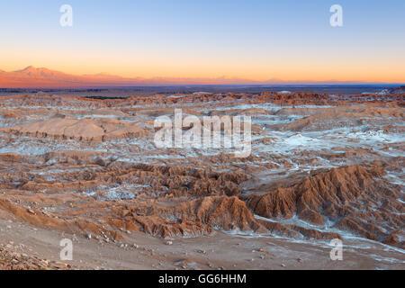 Avis de Valle de la Luna (vallée de la lune), la Cordillère de la Sal (montagne de sel), Désert d'Atacama, Chili Banque D'Images