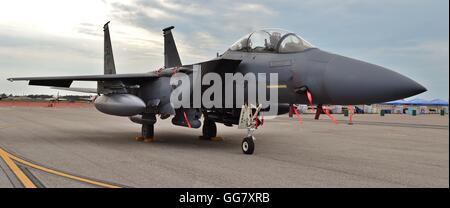 Air Force F-15E Strike Eagle fighter jet sur une piste