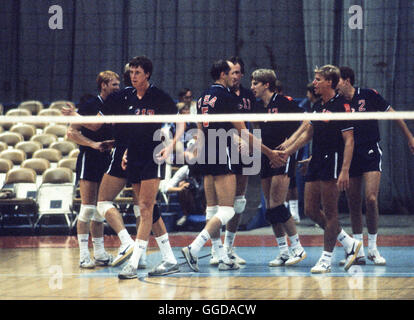 USA men's 1984 L'équipe olympique de volleyball, Long Beach Arena, Long Beach, CA. Banque D'Images