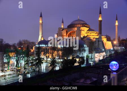 Sainte-sophie dans la soirée, Istanbul, Turquie Banque D'Images