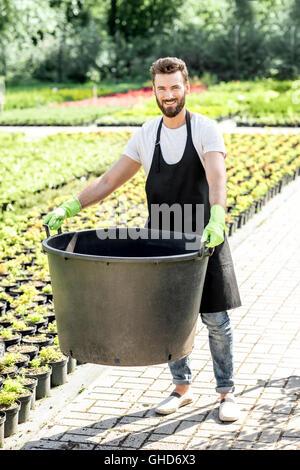 Beau jardinier godet énorme Banque D'Images