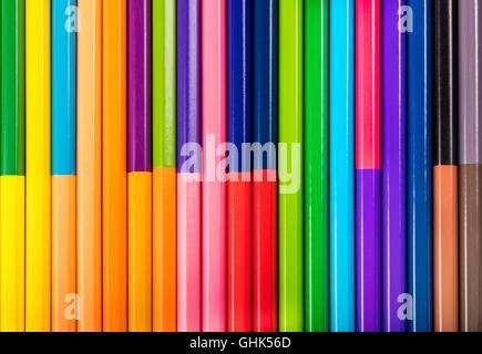 Des crayons de close-up en position couchée dans une rangée Banque D'Images
