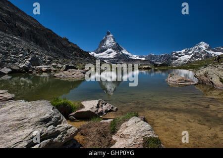 Le Cervin reflète dans un département en dessous de la Suisse, Zermatt, Riffelsee Banque D'Images