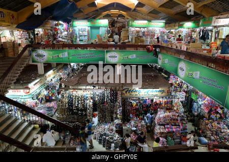 À l'intérieur de l'Bình Tây dans marché Cho Lon dans le District 6, Ho Chi Minh City, Vietnam. Banque D'Images