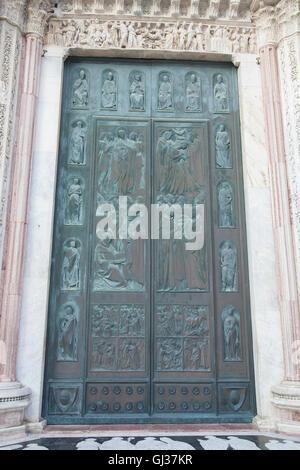 Entrée principale de la cathédrale de Sienne, Italie Banque D'Images