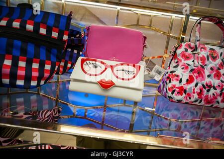 Une nouveauté dans le sac de Kate Spade boutique Kate Spade dans Macy's Herald Square à New York le Mardi, Août Banque D'Images