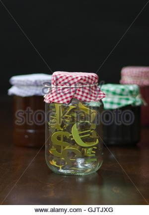 Différents symboles de devises en préserver jar Banque D'Images