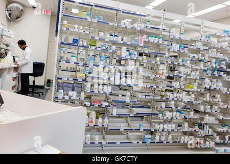 Floride Miami Beach Walgreens chaîne pharmaceutique business company médecine pharmacie Étagères étagère médicaments Banque D'Images