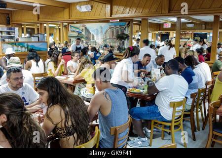 Floride Miami Beach South Beach sur Collins Avenue Puerto Sagua la restauration restaurant restauration cuisine Banque D'Images