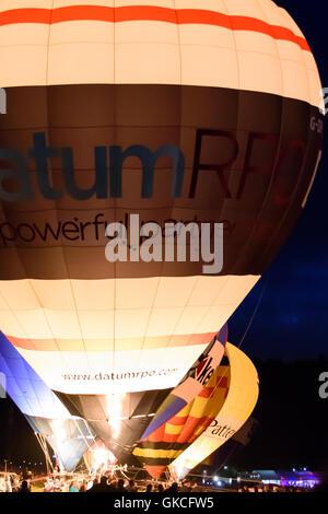 Bristol Balloon Fiesta night glow afficher