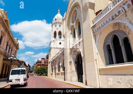 La ville de Panama, Panama - Mars 16, 2014: Avis d'une rue et des bâtiments dans Casco Viejo, à Panama City, au Banque D'Images