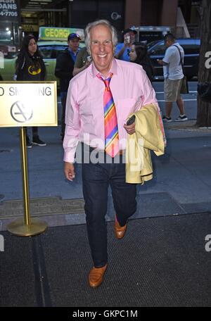 New York, NY, USA. Août 22, 2016. Henry Winkler dehors et environ pour la célébrité Candids - MON, New York, NY, le 22 août 2016. Credit: Derek Storm/Everett Collection/Alamy Live News