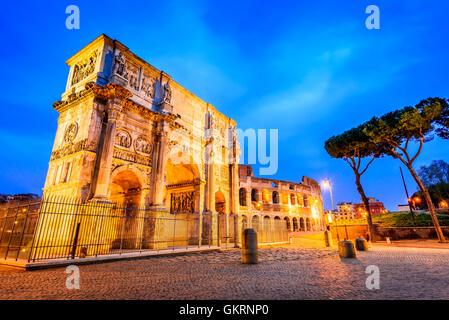 Rome, Italie. Arc de Constantin, commémorer la victoire sur l'empereur Maxence dans 312AD, Empire romain guerre Banque D'Images