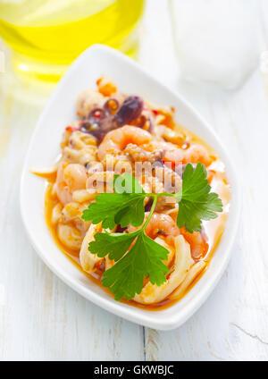 Salade avec des fruits de mer Banque D'Images