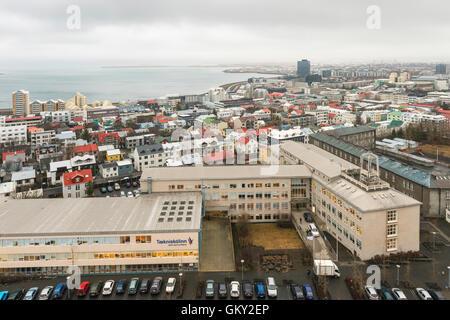Avis de Reykjavik à la NE de la partie supérieure de l'Église Hallgrímskirkja d'Islande, de l'église paroissiale Banque D'Images