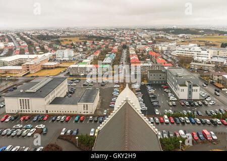 Avis de Reykjavik à SE à partir du haut de l'Église Hallgrímskirkja d'Islande, de l'église paroissiale la plus haute Banque D'Images