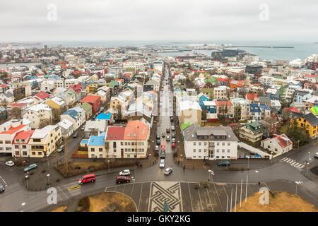 Avis de Reykjavik à SW de la partie supérieure de l'Église Hallgrímskirkja d'Islande, de l'église paroissiale la Banque D'Images