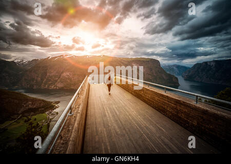 Belvédère Stegastein observation deck view point la belle nature de la Norvège. Banque D'Images
