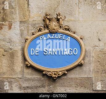 Plaque de rue pour Plaza de Santiago dans la vieille ville de Casco Viejo Bilbao Pays Basque Espagne Banque D'Images