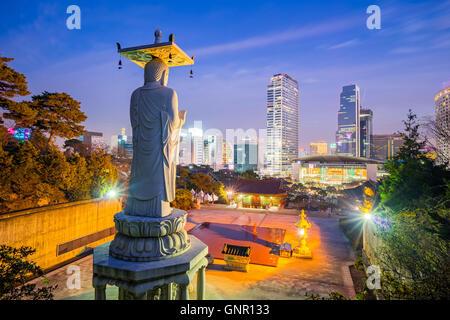 Dans le grand Bouddha du Temple de Bongeunsa - Séoul, Corée du Sud. Banque D'Images