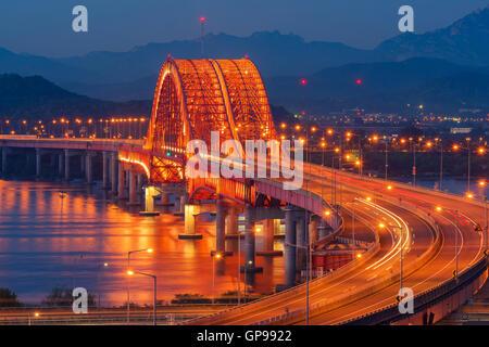Bridge at Night de Han River dans la ville de Séoul, Corée. Banque D'Images