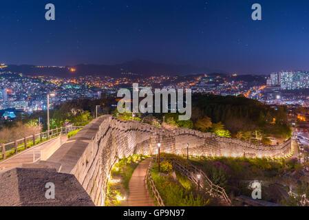 La nuit de Séoul, Corée du Sud les toits de la ville. Banque D'Images
