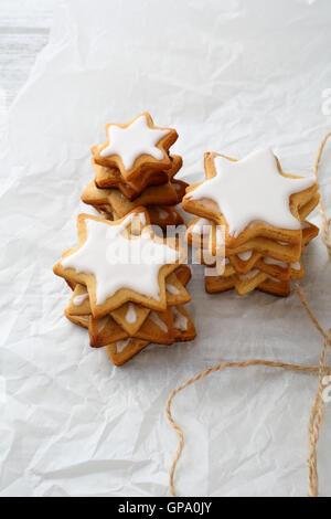 Gingerbread cookies star, maison de l'alimentation close-up Banque D'Images