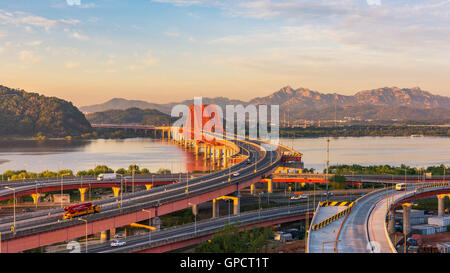 Coucher de soleil à pont Banghwa dans Séoul, Corée Banque D'Images