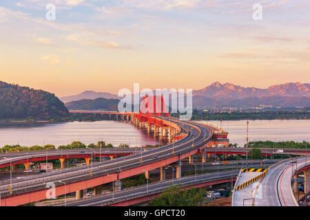 Coucher de soleil à pont Banghwa dans Séoul, Corée. Banque D'Images