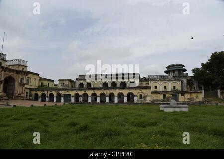 Belle fort Ramnagar aux couleurs de l'architecture détaillée incroyable à Varanasi ou bénarès sarnath près de l'Uttar Pradesh en Inde