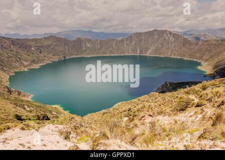 Lac de Quilotoa, Caldera rempli d'eau formée par l'effondrement du volcan, Equateur, Amérique du Sud Banque D'Images