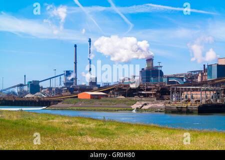 L'industrie de l'acier et du Canal de la mer du Nord à IJmuiden près d'Amsterdam aux Pays-Bas Banque D'Images