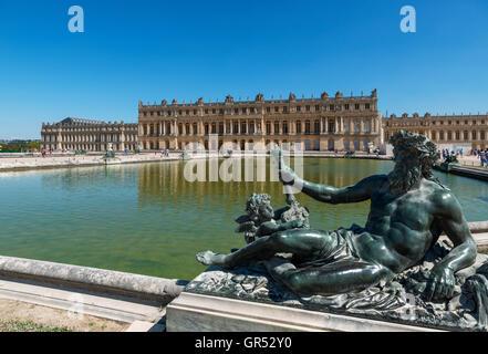 Versailles. Vue arrière du Château de Versailles (château de Versailles), près de Paris, France Banque D'Images