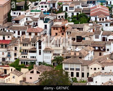 Vue sur les toits de l'Albayzin, le plus ancien quartier de Grenade, Andalousie, Espagne Banque D'Images