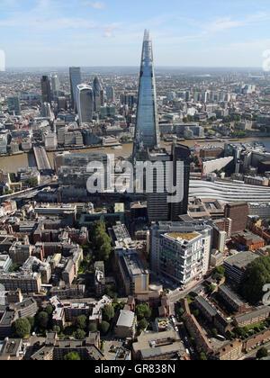 Vue aérienne de gars à l'hôpital, SE1, le Shard, Tamise et la ville, London, UK Banque D'Images