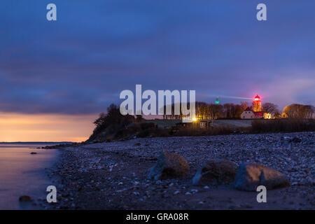 Photo de nuit du phare sur l'Île de 6792 près de la SLA au Danemark à la mer Baltique Banque D'Images
