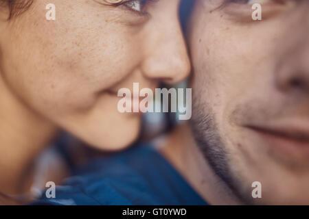 Image couple romantique de l'amour en vacances s'amuser et profiter du temps Banque D'Images