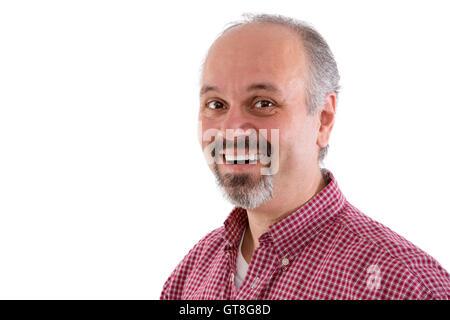 Homme d'âge moyen attrayant avec une barbiche portant une chemise à carreaux rouge et d'un beau sourire amical à Banque D'Images