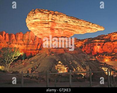 Anaheim, Californie. Septembre 6th, 2012. Radiator Springs, voitures terre, rocher en forme de hotte ornement, Disney's Banque D'Images