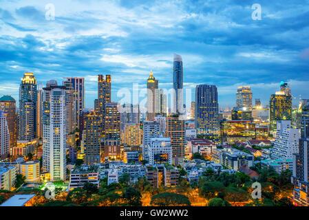 Gratte-ciel de la ville de Bangkok et Bangkok skyline at night in Bangkok, Thaïlande Banque D'Images