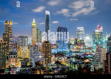 Bangkok city skyline et gratte-ciel de nuit à Bangkok, Thaïlande Banque D'Images