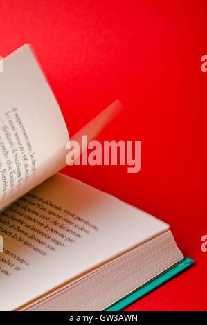 Des pages de livre retourné Banque D'Images