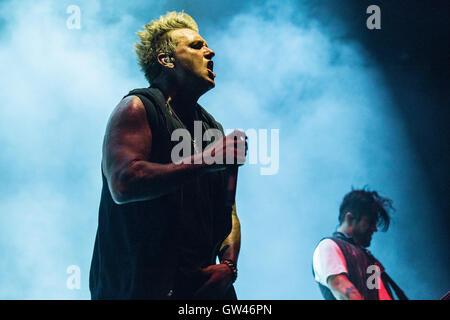 Jacoby Shaddix et Tobin Esperance de Papa Roach à Abbotsford Center le 9 septembre 2016 Banque D'Images
