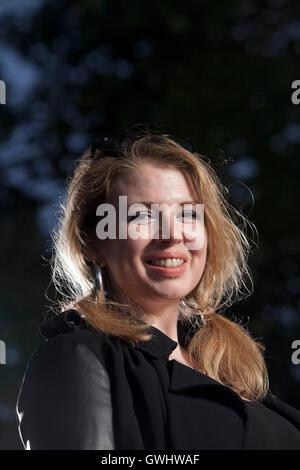 Zoe Howe, l'écrivain et animateur de musique, à l'Edinburgh International Book Festival. Edimbourg, Ecosse. 29 août Banque D'Images