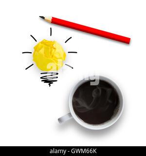 Idée concept avec ampoule crayon et une tasse de café, idée concept Banque D'Images