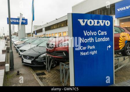Volvo Cars le nord de Londres, la rue Edgware Road. Banque D'Images