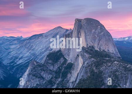 Demi Dôme au coucher du soleil de Glacier Point, Yosemite National Park, California, USA. Printemps (juin) 2016. Banque D'Images
