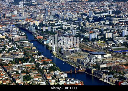 Oberbaum bridge sur la rivière Spree, vue en direction de Berlin-Mitte, avec tour de télévision de Berlin, 20.06.2016, Banque D'Images