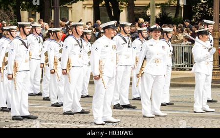 Paris, France-July 14, 2016: les marins de la Marine royale australienne participent au défilé militaire de la Banque D'Images